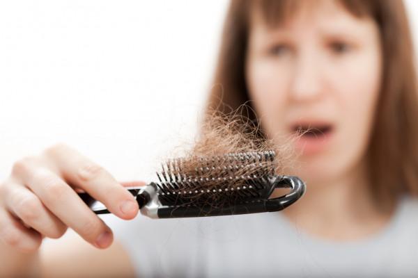 Debes de comer estos alimentos si tienes perdida de cabello y uñas quebradizas.