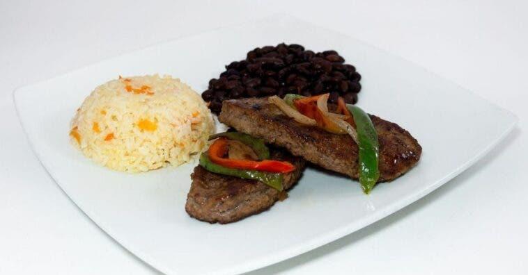¿El arroz y los frijoles engordan? Aquí se explica cómo comerlo para que no ganes peso